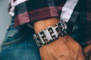 1519223751-leatherman-tread-apple-watch-adapter-01.jpg